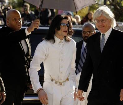 Photo of Cosby Hires Michael Jackson's Former Lawyer for Retrial