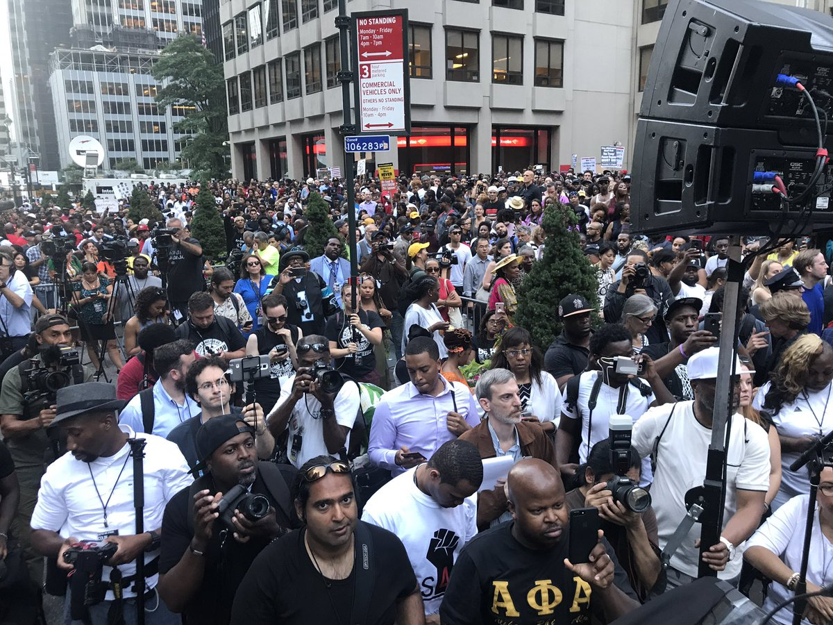 Photo of Kaepernick Backers Fill Streets at NYC Rally