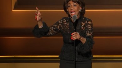 Photo of Maxine Waters Honored, Leads Impeachment Chant at Glamour Awards
