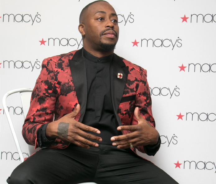 Photo of Holidays About Service for Raheem DeVaughn