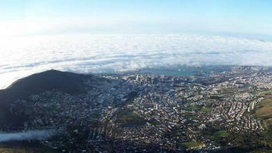 """**FILE** Cape Town's """"city bowl"""" from Table Mountain (Andres de Wet via Wikimedia Commons)"""