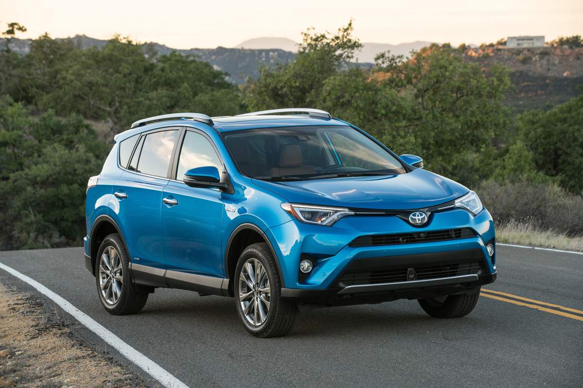 Photo of Toyota Keeps Rolling with 2018 RAV4 Hybrid