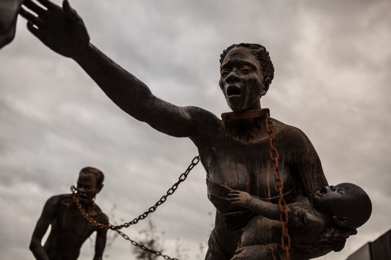 Photo of Lynching Memorial and Museum Opening Highlights America's Racist Past, Parallels Today's Killings of African Americans