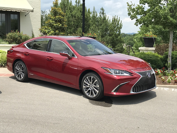 Photo of Lexus Aims to Keep Grasp on Luxury Market with 2019 ES 350