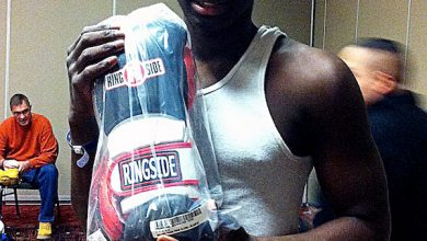 Photo of Maryland Boxer Lends Helping Hand