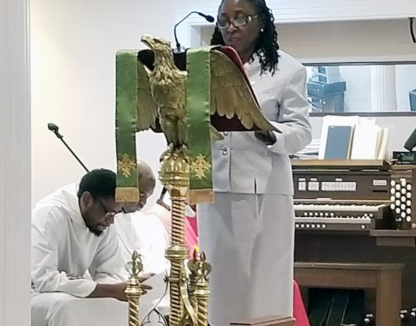 Thelma Phillip-Browne, ambassador of St. Kitts and Nevis, reads from the Book of Samuel during a June 3 event at the Church of the Holy Comforter in Northwest to celebrate Caribbean American Heritage Month. (Jacqueline Fuller/The Washington Informer)