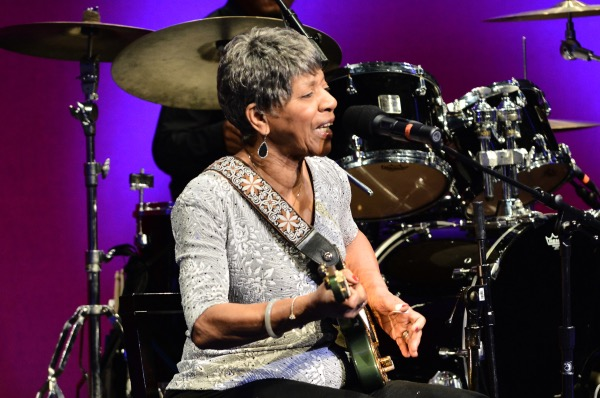 R&B musician and 2018 NEA National Heritage Fellow Barbara Lynn performs at the NEA National Heritage Fellowships Concert on Sept. 28. (Photo by Tom Pich)