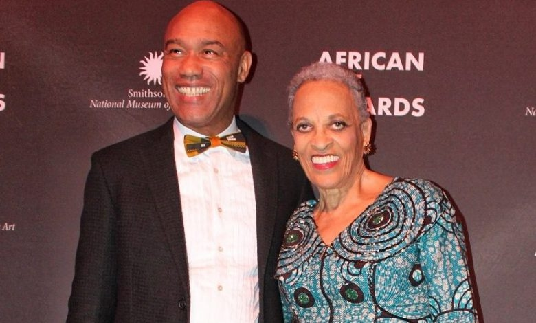 The Smithsonian National Museum of African Art Director Augustus Casely-Hayford and former director Johnetta Betsch Cole at the African Art Awards on Friday, Oct. 26. (Brigette Squire/The Washington Informer)