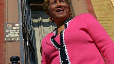 Photo of D.C. Mourns Janette Hoston Harris