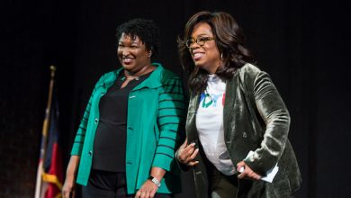 Photo of Oprah Campaigns in Georgia for Stacey Abrams