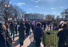 Photo of Federal Workers March to White House, Plead With Trump to End Shutdown
