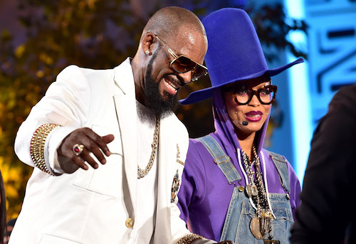 Recording artists R. Kelly (left) and Erykah Badu performs onstage during the Soul Train line finale at the 2015 Soul Train Music Awards at the Orleans Arena on Nov. 6, 2015 in Las Vegas. (Paras Griffin/BET/Getty Images for BET)