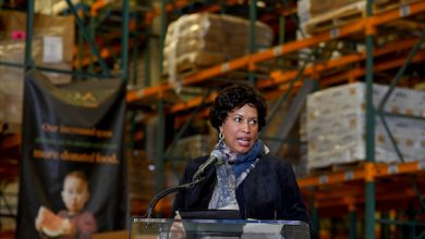 Photo of D.C. Mayor Offers Assurance, Support to Federal Workers During Shutdown