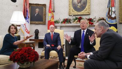 President Donald Trump (second from right) argues about border security with Senate Minority Leader Chuck Schumer (right) (D-N.Y.) and House Minority Leader Nancy Pelosi (D-Calif.) as Vice President Mike Pence sits nearby in the Oval Office of the White House in Washington, D.C., on Dec. 11, 2018. (Mark Wilson/Getty Images)