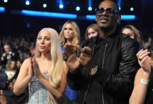 Photo of Lady Gaga Apologizes for Working With R. Kelly