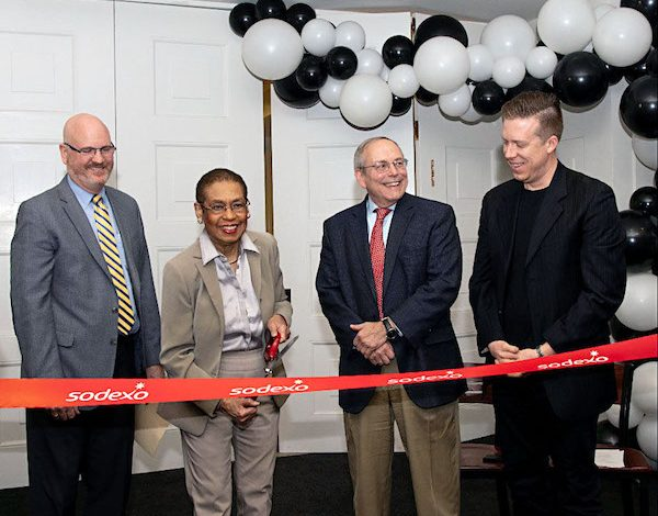 Sodexo and the Chief Administrative Officer of the House (CAO) celebrated the grand opening of the &pizza restaurant at the U.S. House of Representatives in Washington, D.C. Pictured left to right: Larry McMarlin, district manager from Sodexo; Del. Eleanor Holmes Norton; Philip G. Kiko, the chief administrative officer of the U.S. House of Representatives, and Andy Hooper, Chief People Officer at &pizza. (House Creative Services/Phi Nguyen)