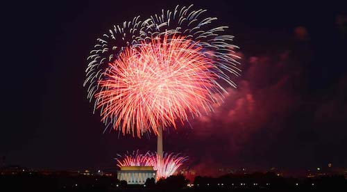Fireworks light up the D.C. sky over the Lincoln Memorial. (John Sonderman/Destinations DC)