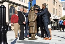 Photo of Alabama Unveils Rosa Parks Statue on 64th Anniversary of Saying 'No'