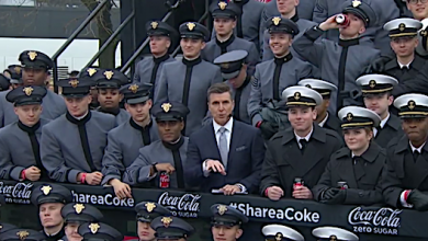 Photo of 'White Power' Hand Sign at Army-Navy Game Investigated