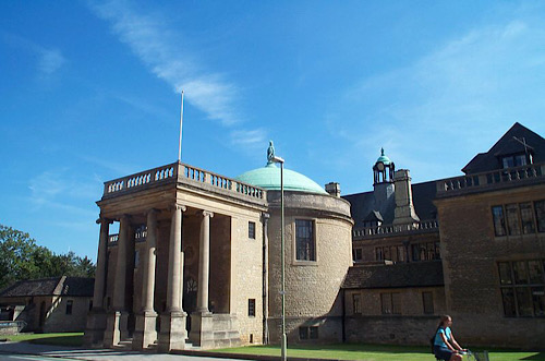 Rhodes House in Oxford (Wikimedia Commons)