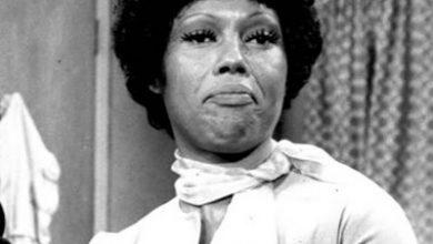 "Ja'net DuBois on the set of ""Good Times"" in 1976 (Wikimedia Commons)"