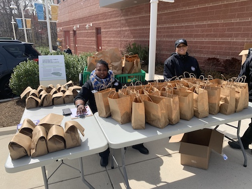 Community lends a helping hand. (Anthony Tilghman/The Washington Informer)