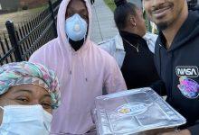 FSFSC staff provide hot meals to Ward 8 residents during the citywide shutdown. (Lindiwe Vilakazi/The Washington Informer)