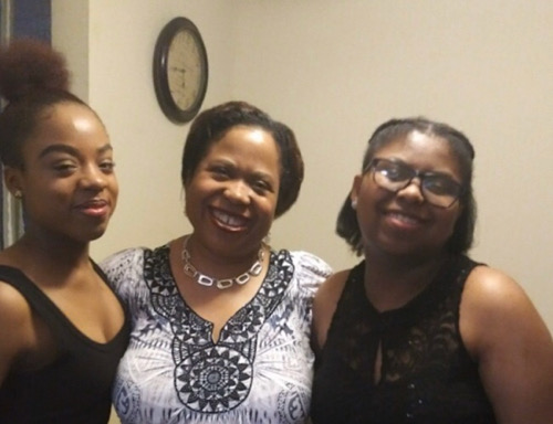 Angela Anderson (center) with daughters Melissa and Ashley (Courtesy photo)