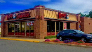 **FILE** A Wendy's location in Meriden, Conn. (Mike Mozart via Wikimedia Commons)
