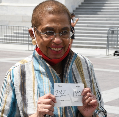 D.C. Del. Eleanor Holmes Norton holds a sign showing the winning vote on a D.C. statehood bill in front of the U.S. Capitol. (Roy Lewis/Washington Informer)