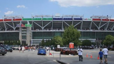 Photo of Washington Football Team, Ravens to Keep Fans from Sunday's Games as COVID-19 Surges in Md.