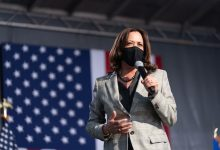 Photo of Kamala Harris Suspends Campaign Travel after Top Aide Tests Positive for COVID-19