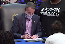 Photo of Virginia Governor Signs 'Breonna's Law' Prohibiting No-Knock Warrants