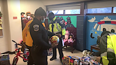 Photo of VIDEO: MPD Gets in the Holiday Spirit, Hands Out Toys at Local Shelter