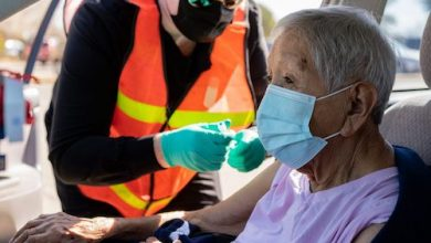 Army veteran Dolores Rivera receives her first Moderna COVID-19 vaccine at a mobile clinic in Hobbs, New Mexico, on March 19, 2021. (VA photo by Reynaldo Leal)