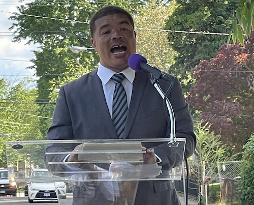 Red Grant delivers his 2022 mayoral candidacy speech in Anacostia on May 15. (Anthony Tilghman/The Washington Informer)