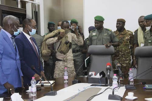 **FILE** Assimi Goïta, surrounded by members of the National Committee for the Salvation of the People, about to do a press conference where he proclaims himself head of the ruling junta in Mali, after the coup d'État in August 2020. (VOA via Wikimedia Commons)
