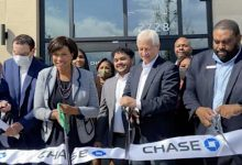 D.C. Mayor Muriel Bowser with JP Morgan Chase President and CEO Jamie Dimon cut the ribbon of the new Chase Banking Center at its official grand opening at Skyland Town Center in Southeast. (DR Barnes/The Washington Informer)